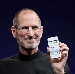 Photo of Steve Jobs holding a white iPhone from WWDC 2010